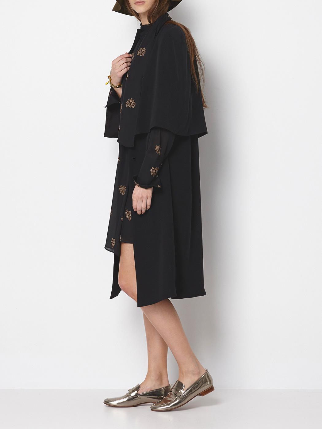 abrigo estilo capa 145€ intr